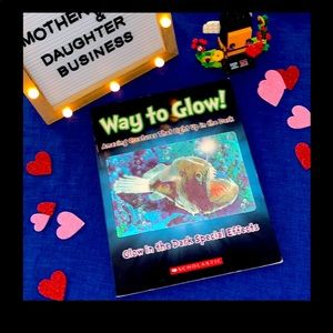 Scholastic Way to Glow! Glow in the Dark Special